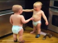 bebe_blizanci