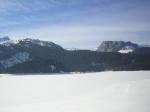 crno jezero pod snijegoom