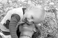 osmjeh majka i djecak