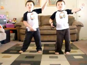 preslatki blizanci igraju
