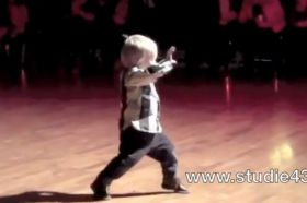 2-year-old+dancing+the+jive
