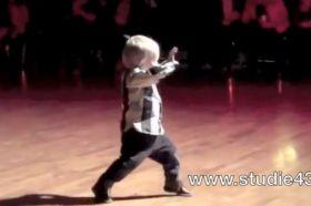 2-year-old+dancing+the+jive
